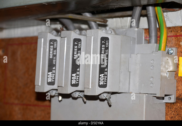 three phase one hundred amp fuses number 3289 d5eyka amp fuses stock photos & amp fuses stock images alamy 3 phase fuse box at webbmarketing.co
