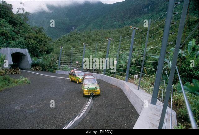 tour-cars-jurassic-park-1993-fhpdyj.jpg