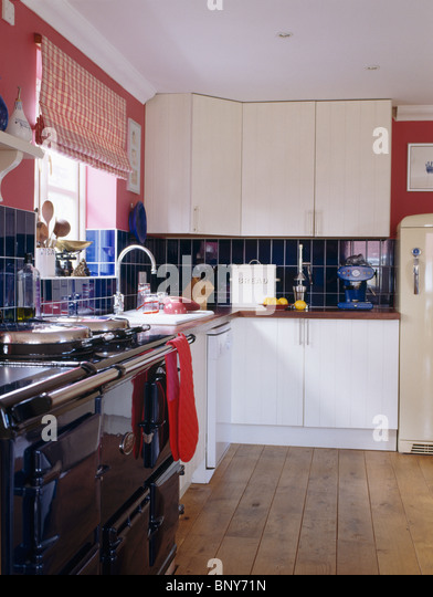 Red aga oven stock photos red aga oven stock images alamy for Wooden fitted kitchen