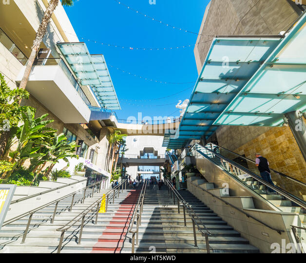 Los Angeles Mall: Hollywood And Highland Shopping Stock Photos & Hollywood