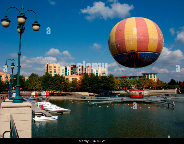 disneyland paris and manhattan in new york essay The mayor of venice recently wrote a letter to the new york review of   manhattan and brooklyn, those vibrant playgrounds, are way less.