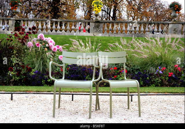 Libres stock photos libres stock images alamy for Chaise jardin du luxembourg