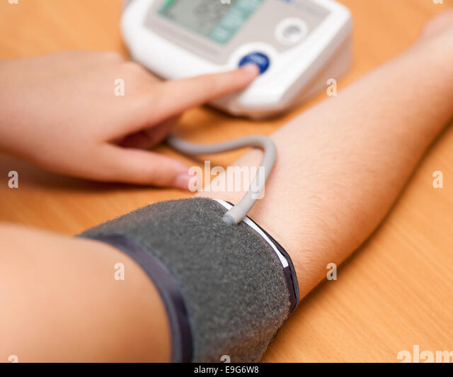 how to take blood pressure at home without equipment