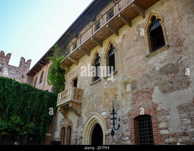 Romeo and juliet balcony scene stock photos romeo and for Famous balcony
