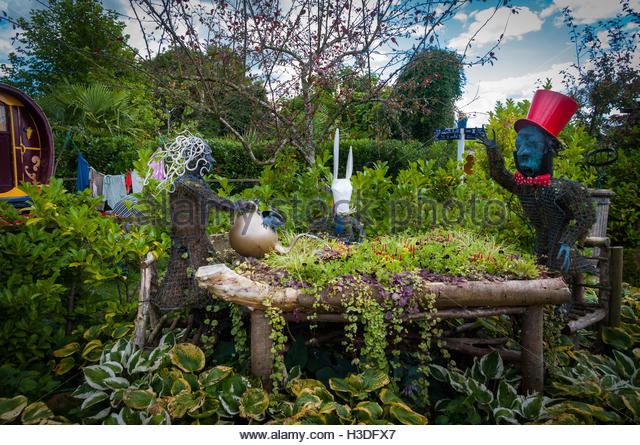 Alice In Garden Stock Photos Alice In Garden Stock Images Alamy