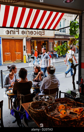 Rue des martyrs stock photos rue des martyrs stock for Restaurant miroir rue des martyrs
