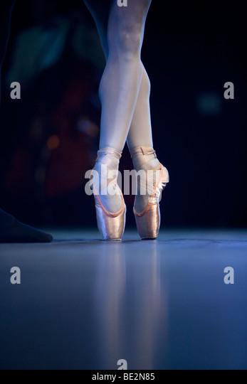 ballet dancers on stage - photo #49