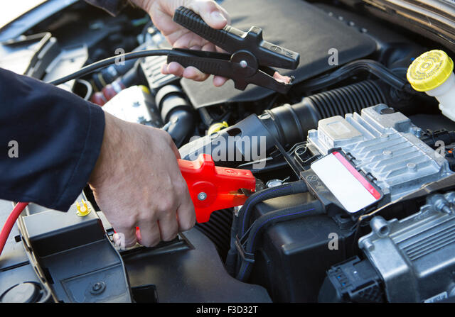 how to connect jumper cables to car battery