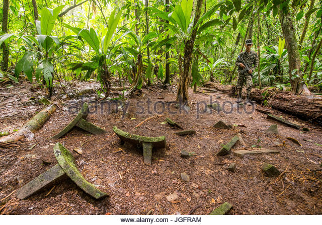 Charming A Cache Of At Least 51 Artifacts On The Jungle Floor In The Mosquitia Jungle  In