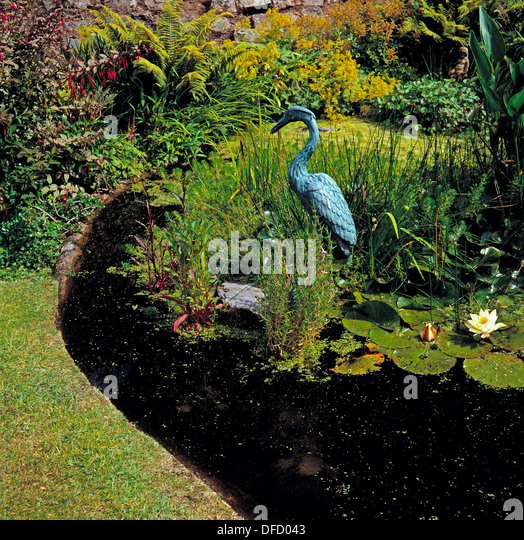 Heron sculpture stock photos heron sculpture stock for Garden pond guards