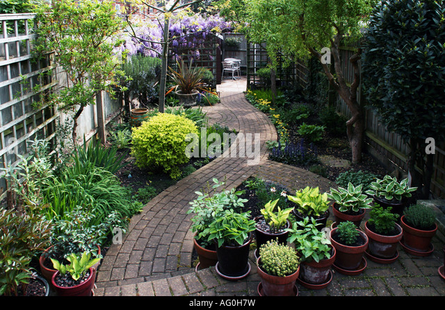 Tjmw gardening stock photos tjmw gardening stock images for Small english garden designs
