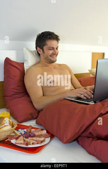 bettdecke stock photos bettdecke stock images alamy. Black Bedroom Furniture Sets. Home Design Ideas