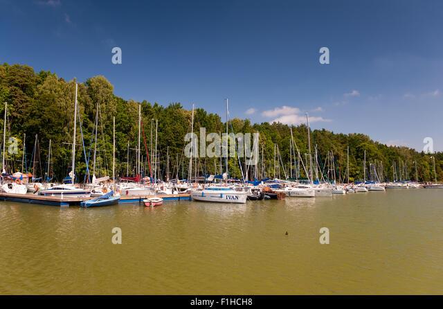 pod-debem-yachts-marina-f1hch8.jpg