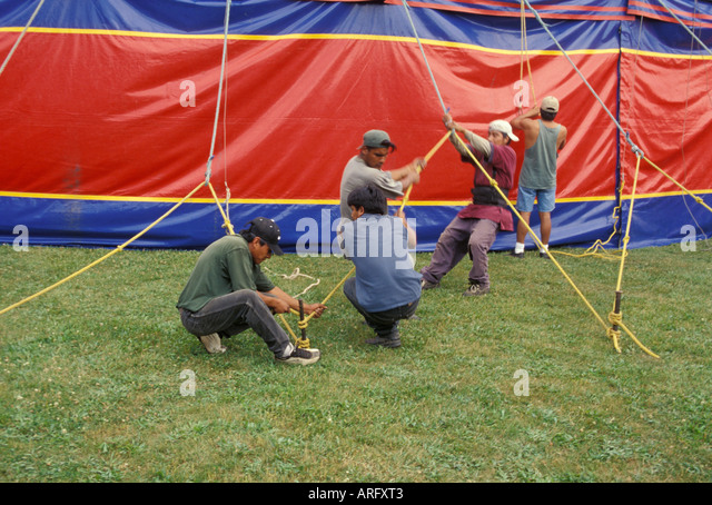 Kelly Miller Circus USA America Americanroustabouts erecting big top - Stock Image & Family Erecting Tent Stock Photos u0026 Family Erecting Tent Stock ...