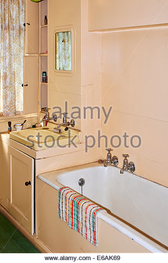old fashioned bathroom washroom stock photos & old fashioned