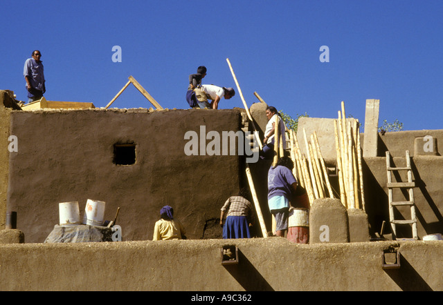 Taos pueblo indians stock photos taos pueblo indians for Adobe construction pueblo co
