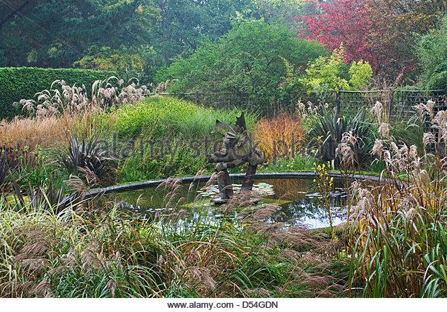 Knoll Gardens   Garden Sculpture U0027Dragon Gardenu0027 Pond   Dorset.