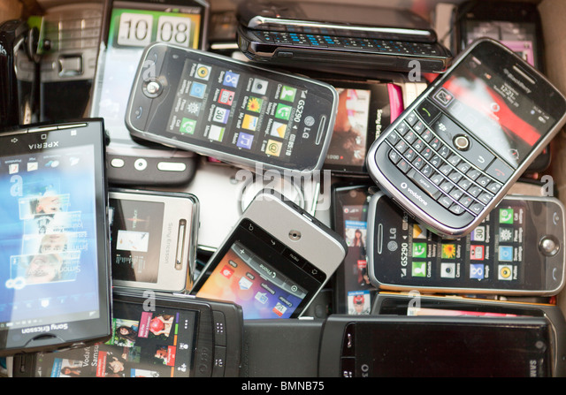 Pile Of Cell Phones : Many phones stock photos images alamy