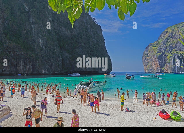 crowded beaches stock photos crowded beaches stock images alamy. Black Bedroom Furniture Sets. Home Design Ideas