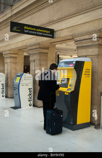 train ticket machine france stock photos train ticket machine france stock images alamy. Black Bedroom Furniture Sets. Home Design Ideas