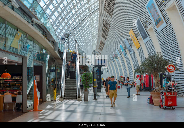 train station provence stock photos train station provence stock images alamy. Black Bedroom Furniture Sets. Home Design Ideas