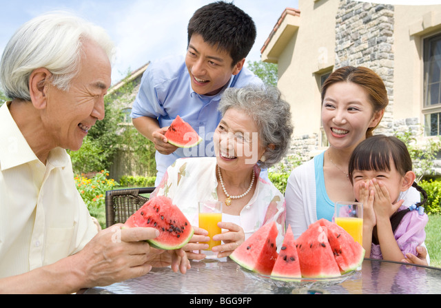 Three generations of eating pussy 0203