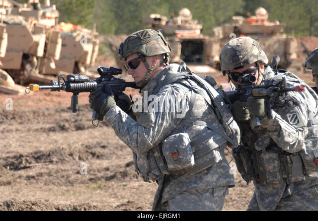 Us Army Soldiers From Bravo Stock Photos & Us Army Soldiers From ...