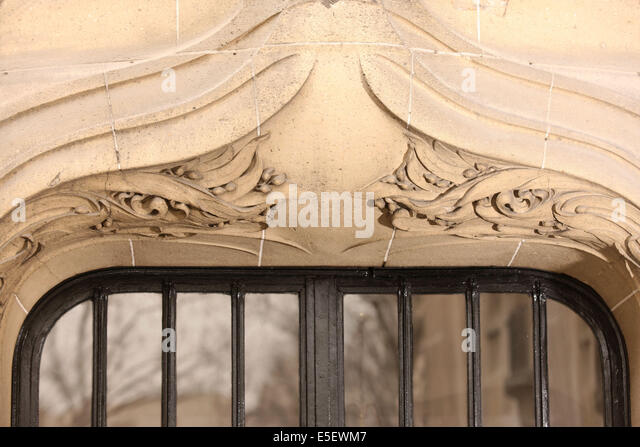 Architecte hector guimard stock photos architecte hector for Art nouveau fenetre