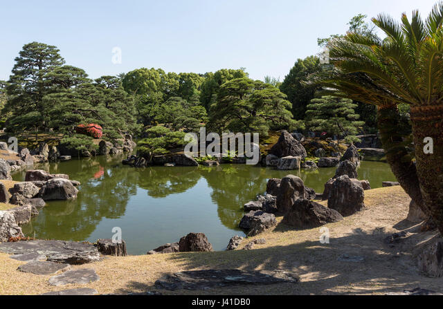 Ninomaru garden matsuyama garden ftempo for Busch gardens ez pay phone number