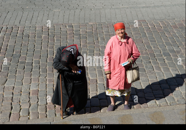 poverty in elderly women Despite modest gains in the economy in 2012, national poverty rates remain virtually unchanged from last year however, a new study highlights one group that has unexpectedly fallen deeper into poverty: elderly women.