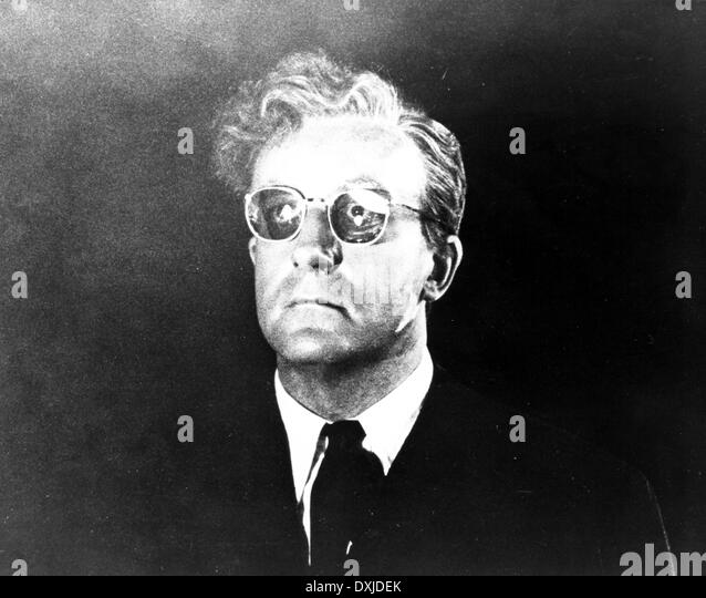 Peter Sellers As Dr Strangelove In Dr Strangelove Or: Peter Sellers Dr Strangelove Stock Photos & Peter Sellers