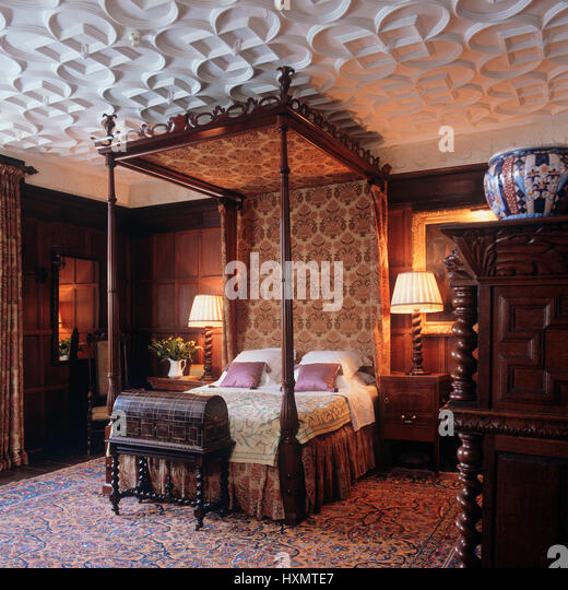 Victorian Style Bedroom Rose Patterned Quilt On Antique