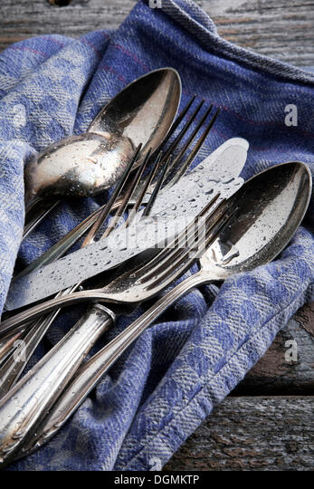 how to clean tarnished silver cutlery