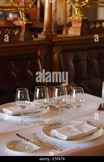 gare de lyon le train bleu restaurant stock photos gare de lyon le train bleu restaurant stock. Black Bedroom Furniture Sets. Home Design Ideas