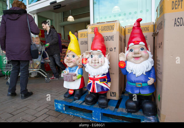 Giant Garden Gnomes On Sale At Asada Kendal   Stock Image