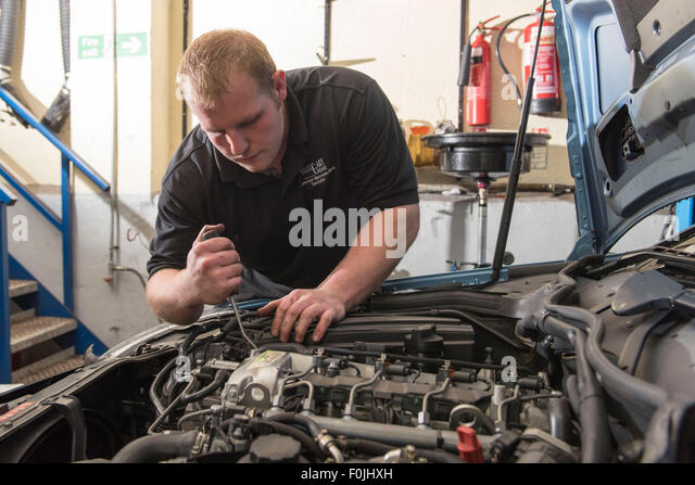 Mot garage stock photos mot garage stock images alamy for Abc motor credit inventory