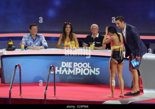 Antonia aus tirol on german stock photos antonia aus for Pool show tv