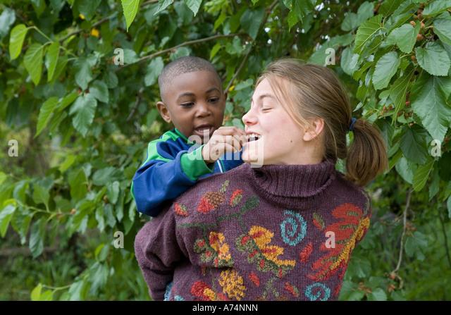 Children Volunteer Stock Photos Children Volunteer Stock Images Alamy