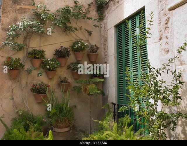 Terracotta Coloured House Wall Stock Photos & Terracotta Coloured ...