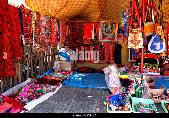handicrafts of gujarat Handicrafts in gujarat handicrafts are an integral part of the lives of gujarati people one can see the reflection of gujarat's diversity through its art and crafts collection.