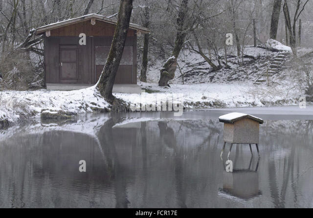 Winteridylle stock photos winteridylle stock images alamy for Fischteich im winter