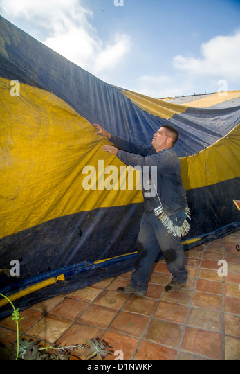 Hispanic workmen in Laguna Niguel CA cover a home with a gasproof tent prior & Bug Fumigation Tent Stock Photos u0026 Bug Fumigation Tent Stock ...