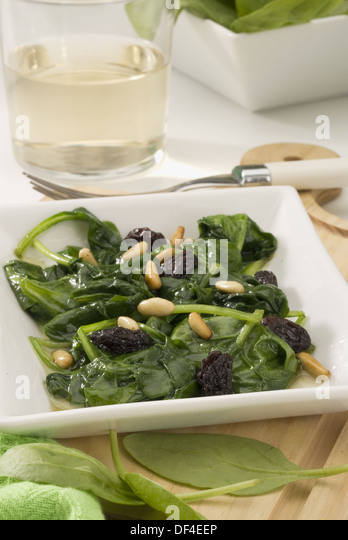 ... Cuisine Espinacas a la catalana Spinachs catalan style - Stock Image