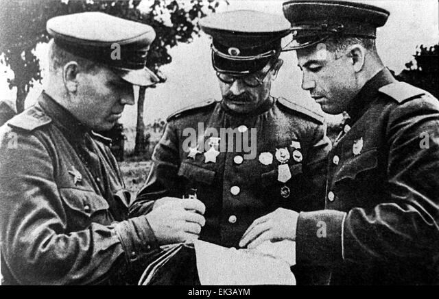 Pavel Alexeyevich Rotmistrov (en el centro) durante la Batalla de Kursk. Fuente: Alamy.com