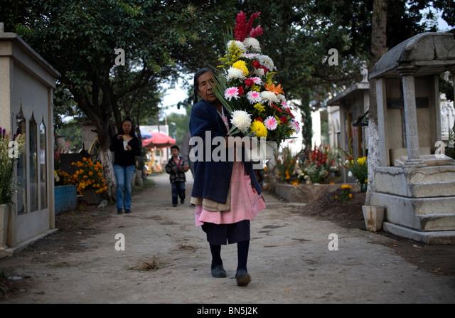 san gregorio women Vendita online pastori e presepi in terracotta di san gregorio armeno, accessori, campane vetro, statuette pulcinella, quadri canvas, dipinti ad olio.