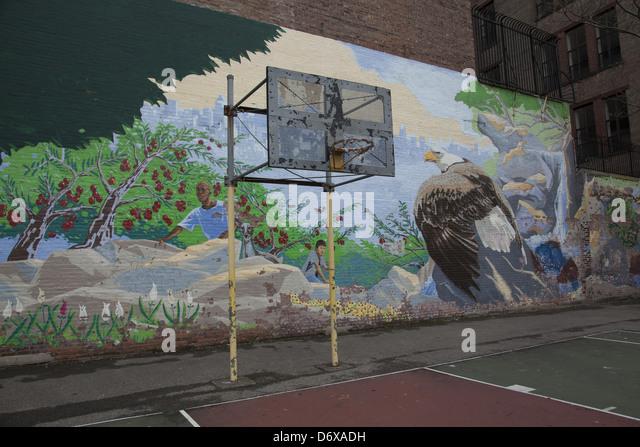 Street art mural manhattan stock photos street art mural for Basketball court wall mural