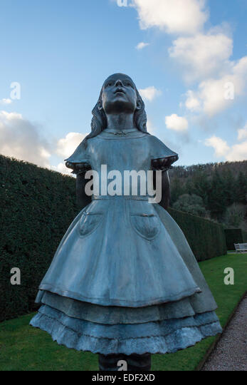 Alice statue stock photos alice statue stock images alamy - Alice in wonderland garden statues ...