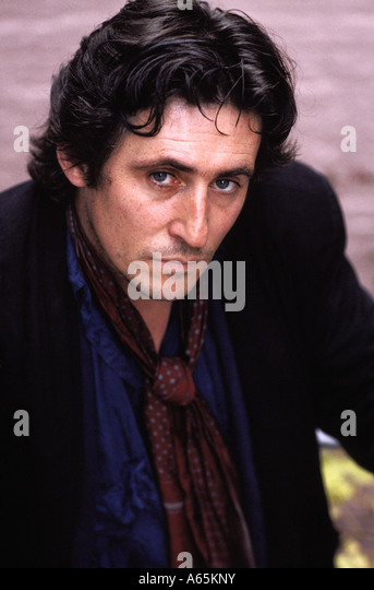gabriel byrne height