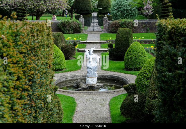 Clipped garden hedge stock photos clipped garden hedge for Garden fountains phoenix