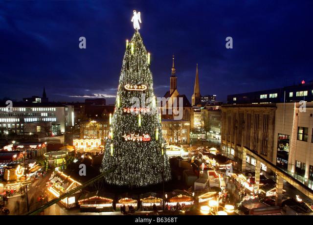 Christmas Market Biggest Christmas Tree Stock Photos & Christmas ...
